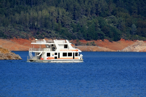 Houseboat on Lake Shasta (Photo by Carrie Wilson)